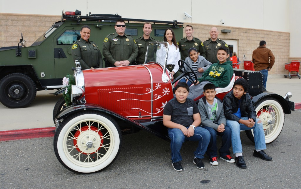 PCSO Group with Santa's Car